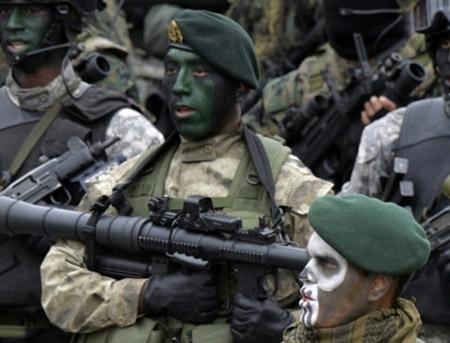 Lực lượng đặc nhiệm của Peru sử dụng súng phóng lựu RPG-7 nhái do công ty Mỹ có tên Airtronic sản xuất