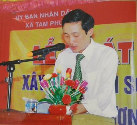 : Ông Trần Văn Thảo, Phó chủ tịch UBND xã Tam Phú bị kỷ luật đảng vì sinh con thứ ba.
