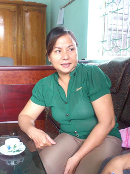 Bà Nguyễn Thị Nhung, Hiệu trưởng Trường THCS Hà Bình trao đổi với PV.