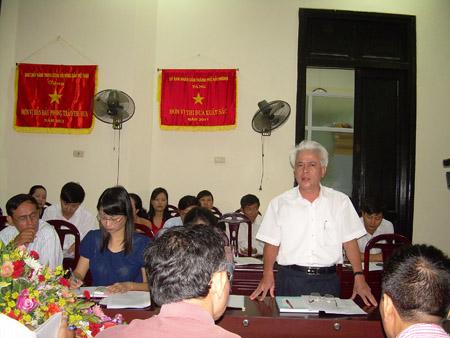 Lãnh đạo Hội ND TP. Hải Phòng trao đổi với cán bộ hội cơ sở về công tác quản lý hội viên.