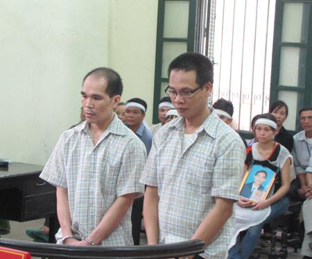 Bị cáo Dương (trái) đã phải nhận một bản án nghiêm khắc. Còn bị cáo Trần Minh Giao cũng sẽ phải ân hận suốt đời vì đã không giữ được bình tĩnh trong cư xử.