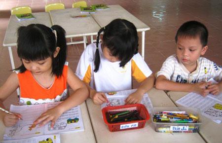 Vở ô li và tình trạng dạy chữ tại trường mầm non sẽ được xóa trong năm học này.
