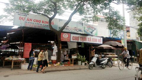 Khu chợ tạm trong thời gian triển khai dự án chợ Kim Nỗ theo chủ trương của TP.Hà Nội