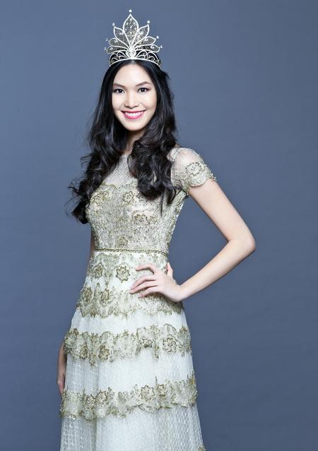 Hoa hậu Thùy Dung năm nay 23 tuổi, cô đăng quang Hoa hậu Việt Nam 2008 và đang là người mẫu xinh đẹp với những chỉ số hình thể đẹp nhất nhì trong showbiz hiện nay. Ngoài ra, Thùy Dung cũng là gương mặt quảng cáo đắt giá, cô cũng được ưu ái xuất hiện trên trang bìa của những tạp chí danh tiếng.