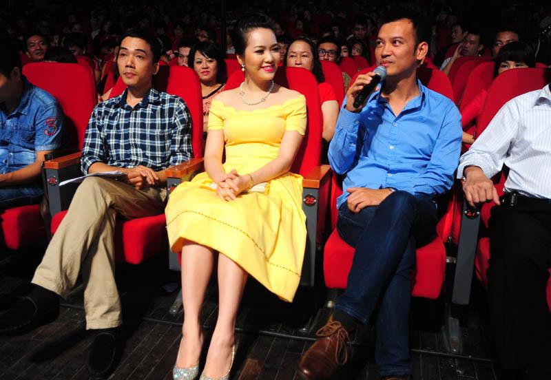 Ba vị khách mời từ trái qua phải: Nhạc sĩ Đỗ Bảo, Á hậu Thụy Vân, nhạc sĩ điện tử Trí Minh