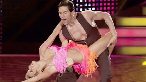 Sylvie và Christian từ bạn nhảy thành bạn tình