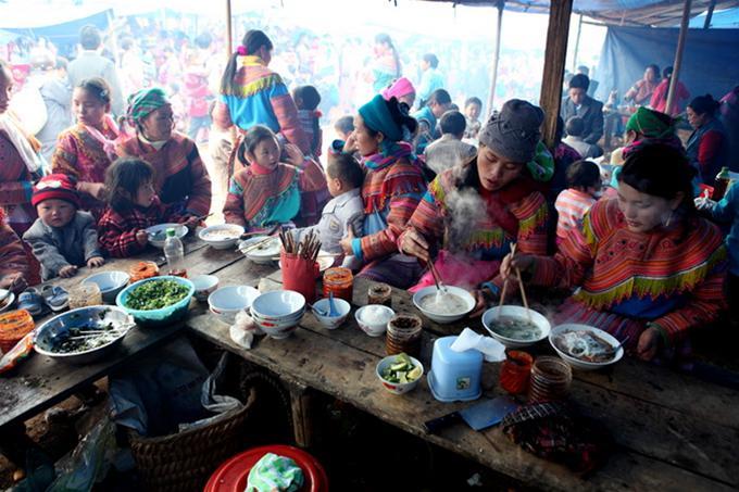 Quán phở chua ở chợ phiên Pha Long - Ảnh: Băng Giang