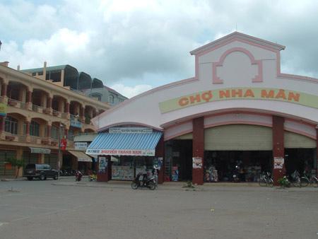 Chợ Nha Mân ngay trung tâm thị trấn