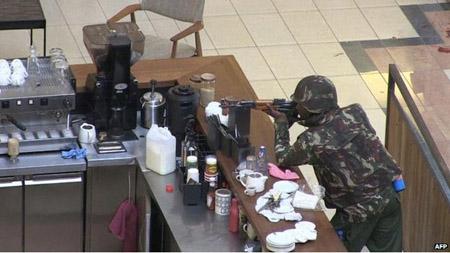 Lực lượng an ninh trong trung tâm thương mại tại thủ đô Nairobi