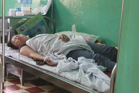 Nạn nhân Võ Thị Gái  đang điều trị tại Bệnh viện Đa khoa KV Long Khánh