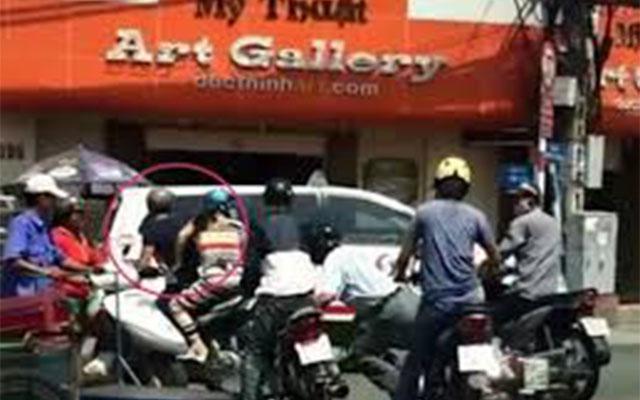 Dàn cảnh va chạm giao thông để móc túi người đi đường