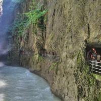 Khám phá đường ven hẻm núi độc đáo ở Thụy Sĩ