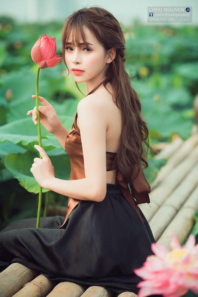 """Gái Tuyên Quang mặc áo yếm thế này đủ đẹp """"đốn tim"""", cần gì hở?"""