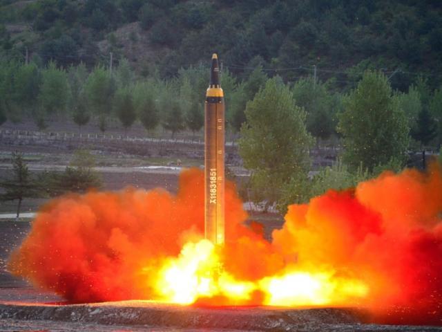 Triều Tiên phóng tên lửa đạn đạo bay xa 1.000km giữa đêm