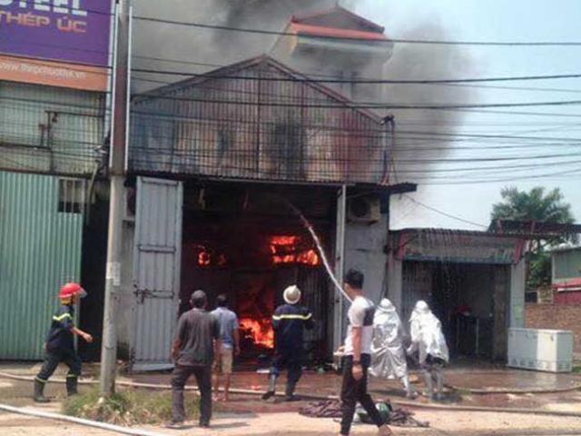 HN: Cháy lớn ở xưởng sản xuất bánh kẹo, 8 người tử vong