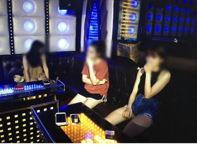 """Hàng chục """"dân chơi"""" bay lắc điên cuồng trong quán karaoke ở Hà Nội"""