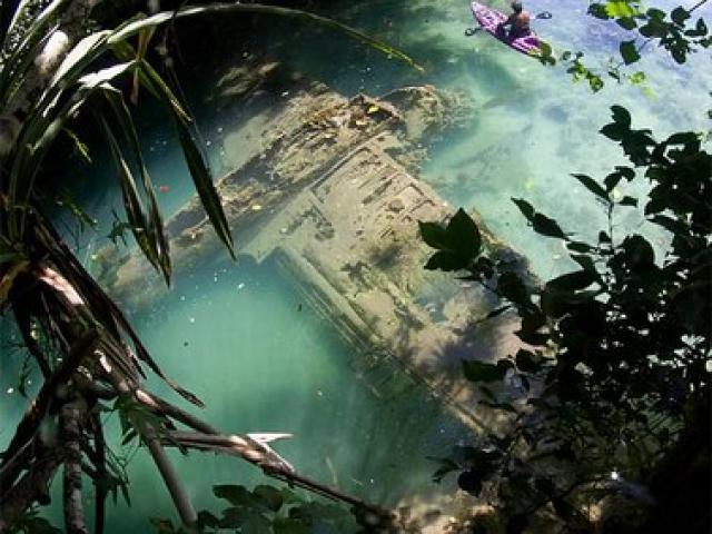 Kì lạ máy bay Thế chiến 2 còn nguyên vẹn dưới biển