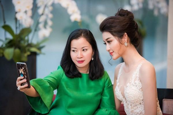 Ở tuổi U50, mẹ Á hậu Huyền My trẻ trung