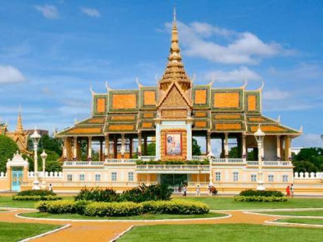 Khám phá vẻ tráng lệ của cung điện hoàng gia Campuchia