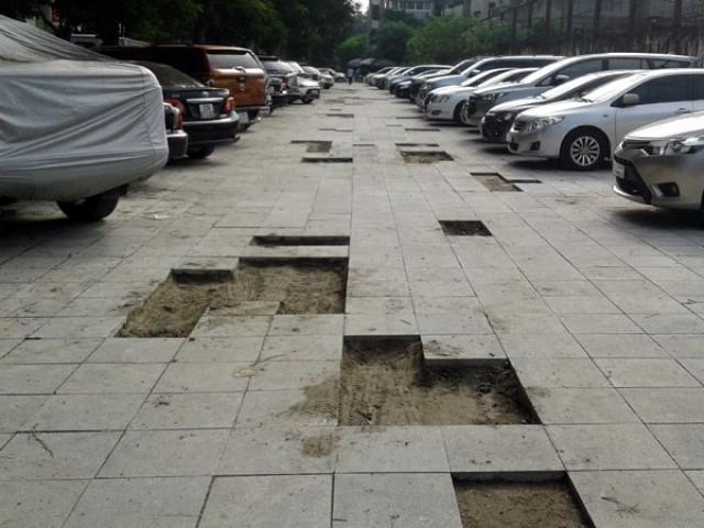 Hà Nội: Công trình lát đá vỉa hè mới làm xong đã nát bét