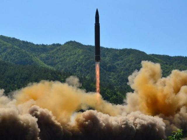 Triều Tiên bắn tên lửa bay xa chưa từng thấy qua Nhật Bản