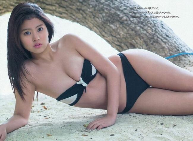 Hình thể hấp dẫn của mẫu Nhật từng gây xôn xao với ảnh áo