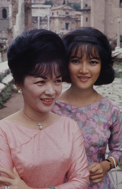 Madam Nhu Trần Lệ Xuân - Quyền lực Bà Rồng by Monique Brinson Demery 150588717411823-698