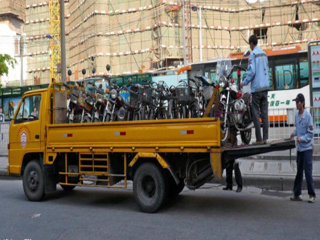 """Cách """"cứu"""" dân khi cấm xe máy của một thành phố Trung Quốc"""