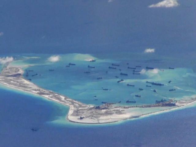 """Máy bay Mỹ qua Biển Đông, bị dính """"đòn"""" thử nghiệm bí mật của TQ?"""