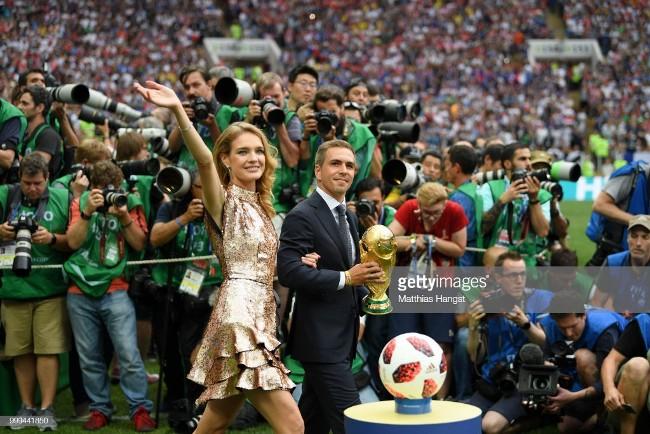 sieu mau ruoc cup vang world cup 2018 dep boc lua du la me 5 con hinh anh 1