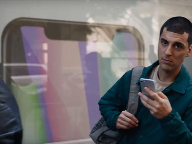 Samsung lại tung video quảng cáo chế nhạo Apple