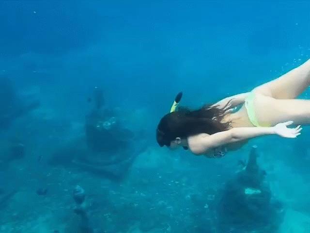 Đền thiêng bí ẩn nằm sâu dưới đáy biển ở Bali