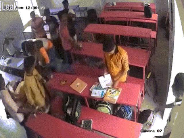Ấn Độ: Hai cậu bé cãi nhau trong lớp và cái kết mất hai mạng sống