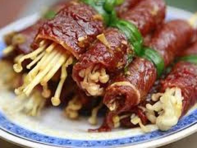 Tuyệt chiêu làm bò cuộn nấm kim châm thơm ngon như nhà hàng