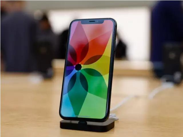 """Samsung tiếp tục tung 3 video """"dìm"""" iPhone X"""