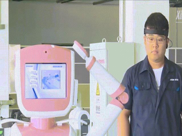 """Kinh ngạc Robot do người điều khiển bằng """"thần giao cách cảm"""""""