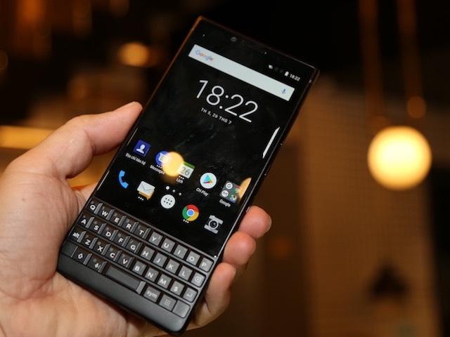 """BlackBerry KEY2 về Việt Nam với giá """"đắt xắt ra miếng"""""""
