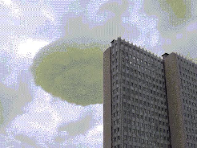 Đĩa bay khổng lồ của người ngoài hành tinh trên bầu trời thủ đô Nga?