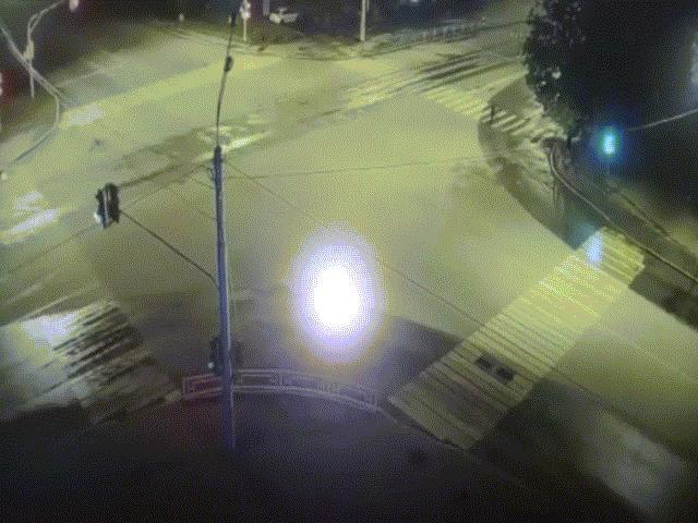 Nga: Người sang đường bị đứt đôi sau vụ tai nạn kinh hoàng