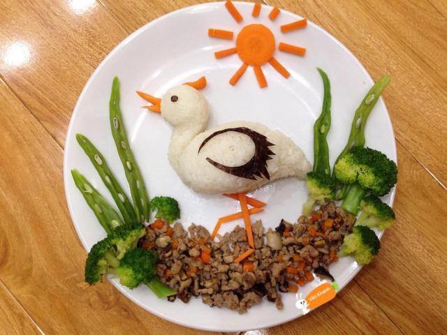Mẹo tạo hình trái cây, rau củ xinh mà không hề khó làm để dụ bé cùng ăn
