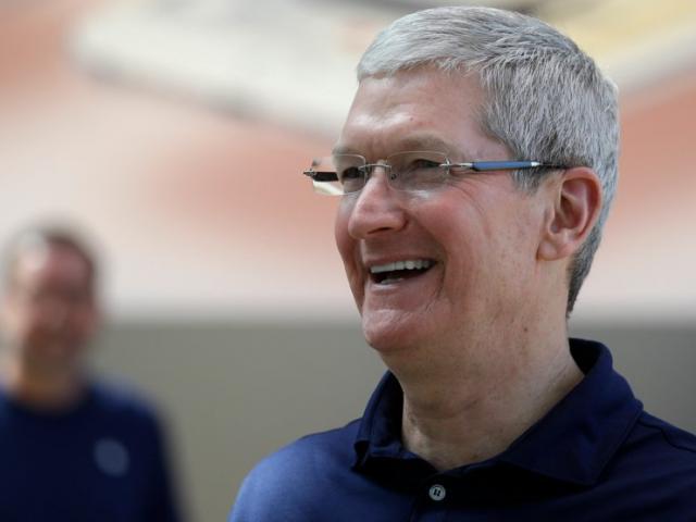 Tim Cook: Từ dấu hỏi khi thay thế Steve Jobs đến người đưa Apple đạt kỷ lục lịch sử