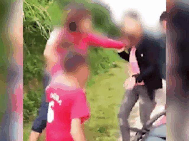 """Xôn xao clip bé trai giúp mẹ đánh ghen """"bồ"""" của bố"""