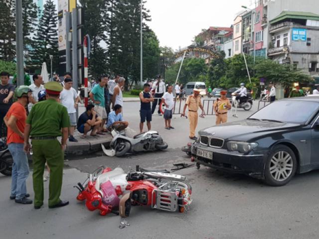 Nữ tài xế BMW đâm liên hoàn, kéo lê cháu nhỏ trước Royal City