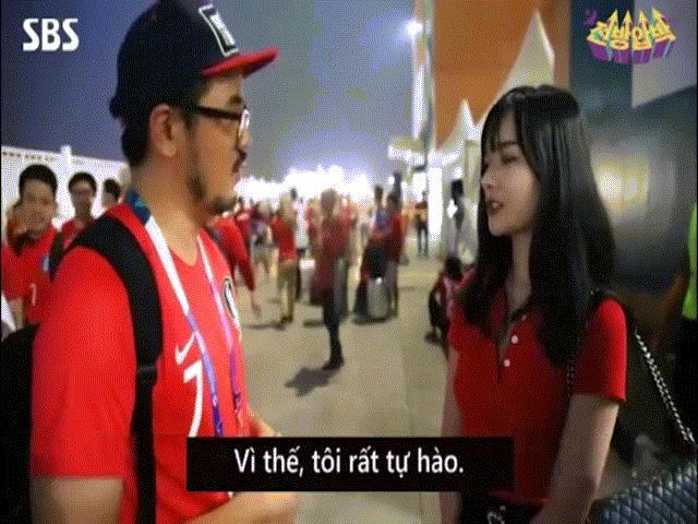 """Nữ cổ động viên Việt Nam gây """"sốt"""" vì quá xinh khi trả lời phỏng vấn đài Hàn Quốc"""
