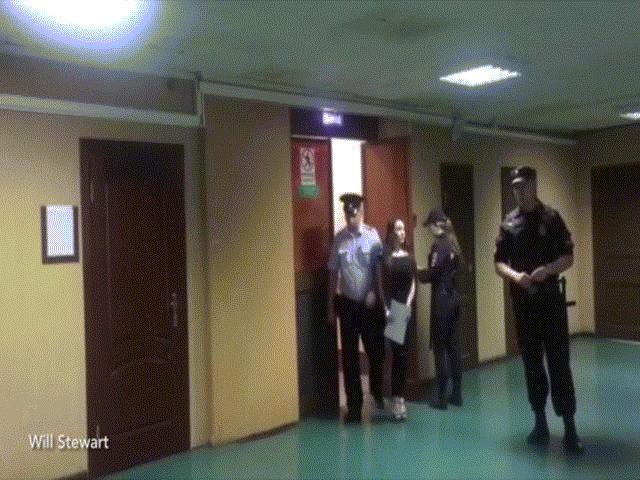 Cô gái Nga xinh đẹp gạ tình cảnh sát hòng thoát vi phạm giao thông