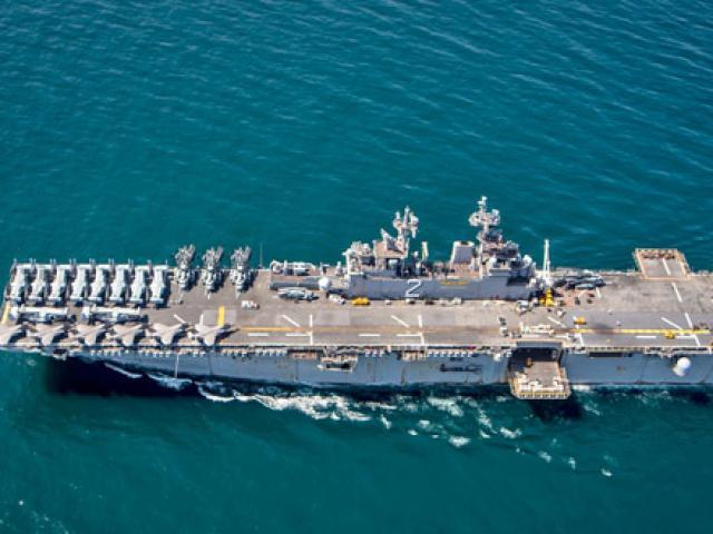 """Tàu sân bay mini Mỹ chất đầy siêu tiêm kích F-35B """"nắn gân"""" Nga ở Syria"""