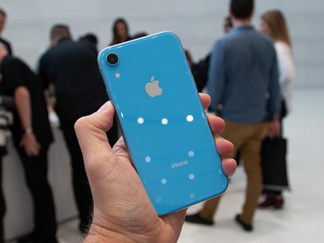 Nguyên nhân nào khiến iPhone Xr không được phát hành cho đến tháng 10?