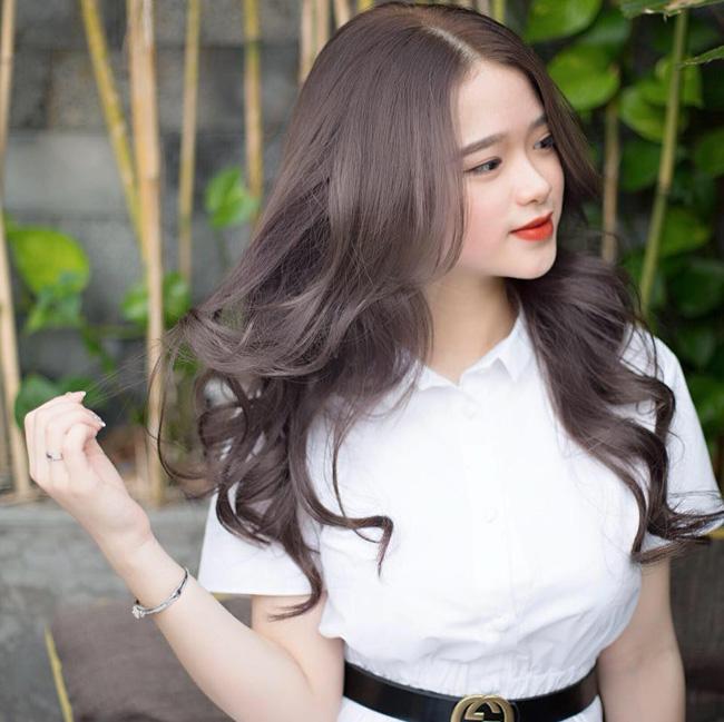 Hot girl Linh Ka phổng phao bất ngờ ở tuổi 16