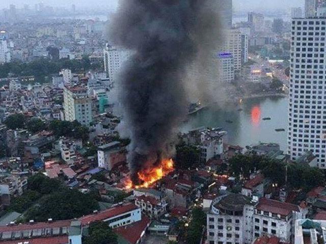 Nóng trong tuần: Cháy 19 căn nhà gần BV Nhi Trung ương, 4 ngày sau mới phát hiện xác người