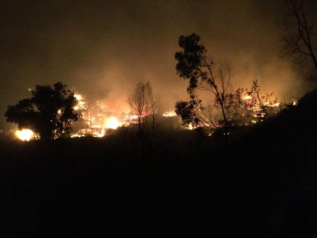 """Cháy rừng ở Hà Tĩnh: Vừa dập chỗ này xong, chỗ khác đã chìm trong """"biển lửa"""""""